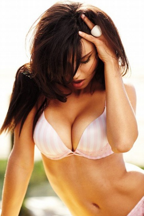 Adriana Lima bra photo; Celebrity