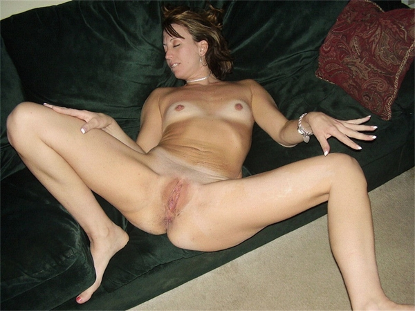 Wife poses nude willing