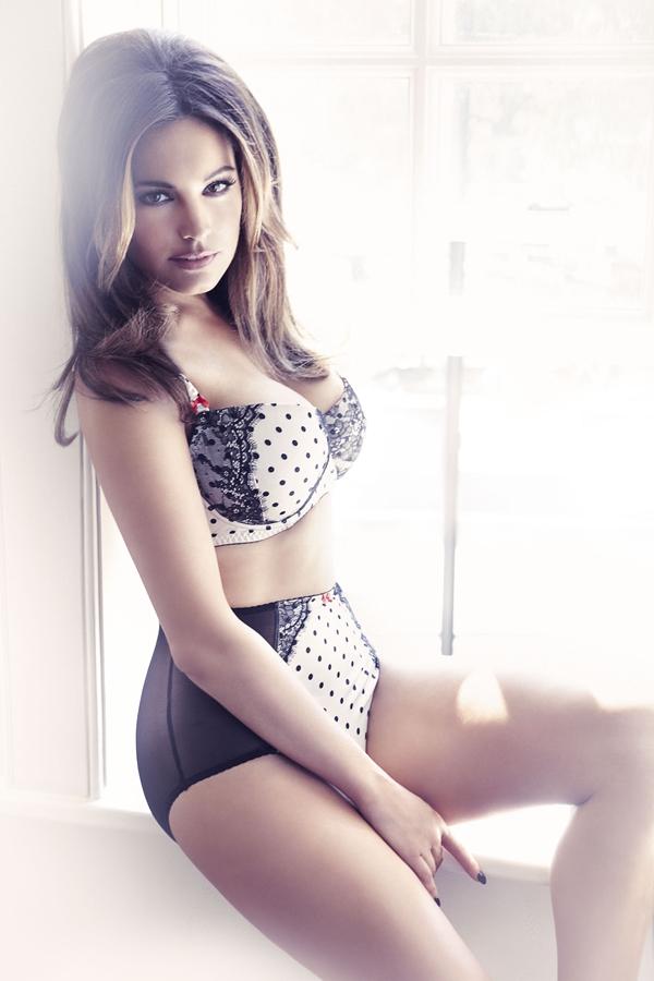 Kelly Brook; Big Tits Celebrity British Lingerie