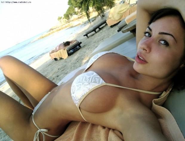 ...; Babe Brunette Girlfriend Non Nude